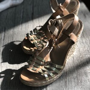 Stuart weitzman wedge in gold and tan leather, 11